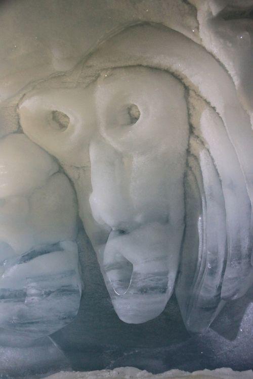 sculpture ice frozen