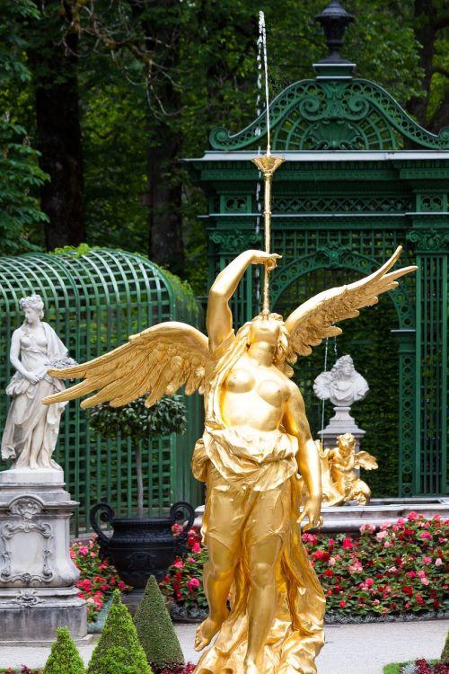 sculpture gold gilded