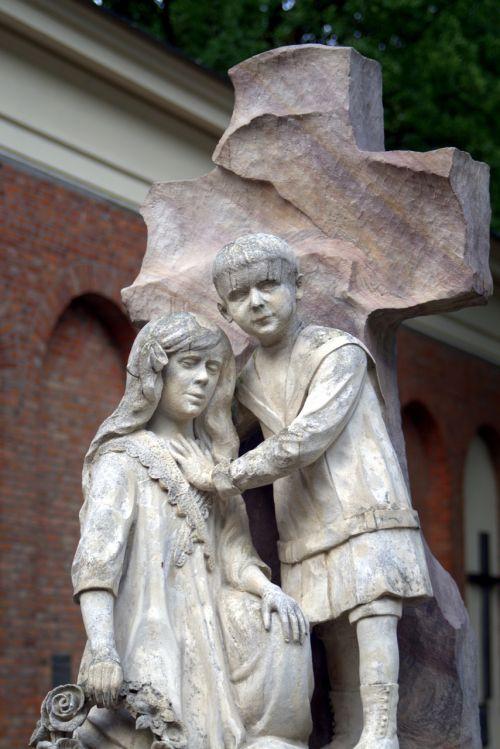 sculpture children cemetery