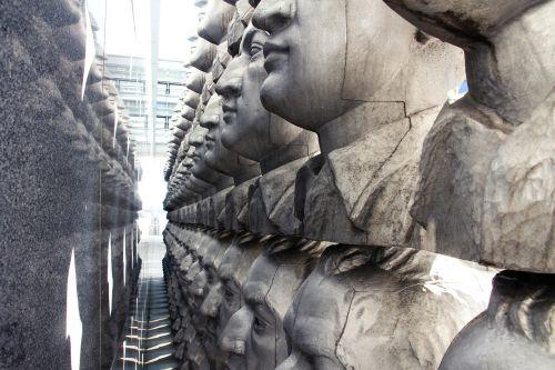 sculpture face sankt pölten