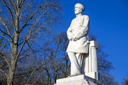 sculpture von moltke monument