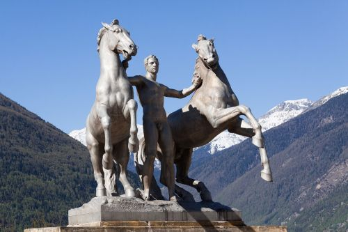 sculpture horse force