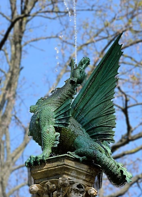 sculpture water-breathing dragon braunschweig