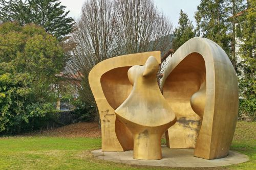sculpture henry moore large figure in a shelter