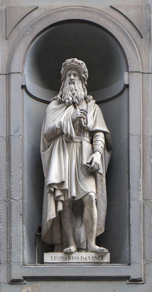 sculpture leonardo da vinci piazzale degli uffizi