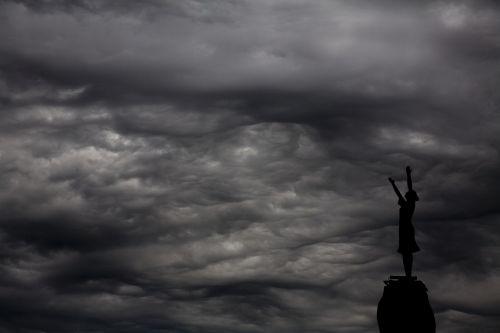 sculpture cloud aesthetics