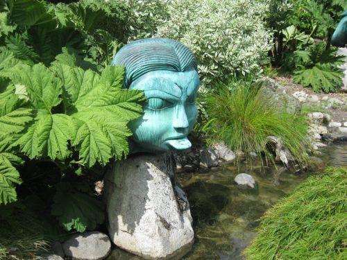 sculpture monument statue