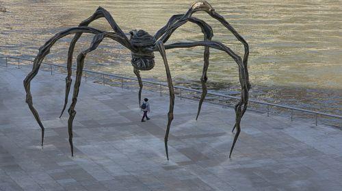 sculpture spider bilbao