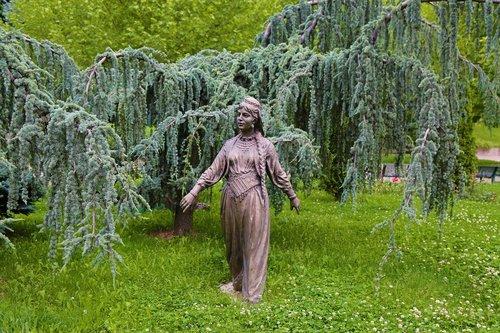 sculpture  peasant girl  park