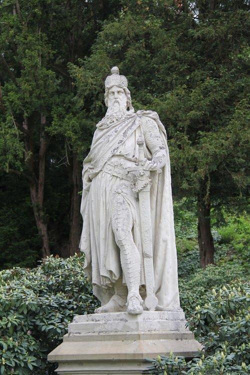 sculpture  emperor  monument