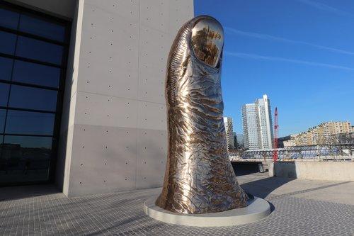 sculpture  thumb  architecture