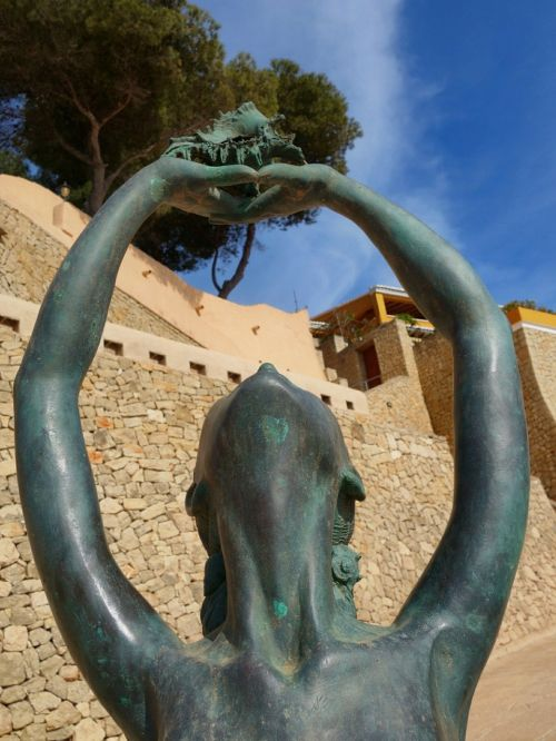 sculpture bronze women