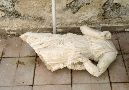 sculpture broken marble