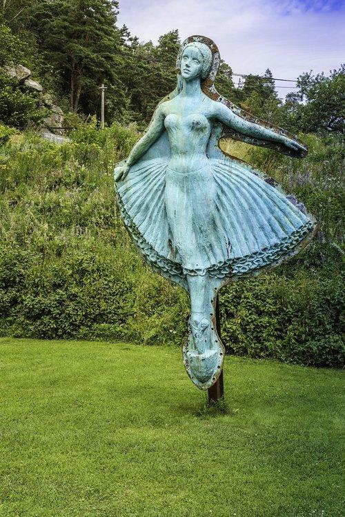 sculpture  figurehead  female