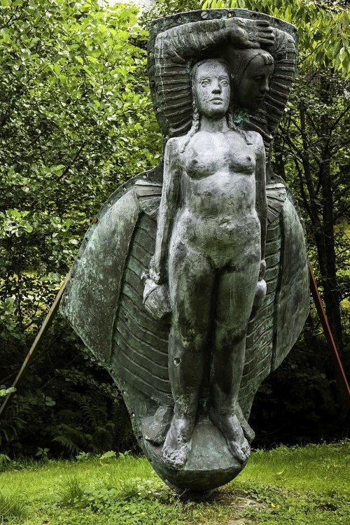 sculpture  figurehead  garden park