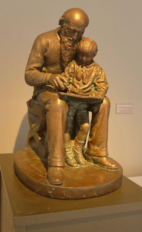 sculpture grandpa and grandson loving