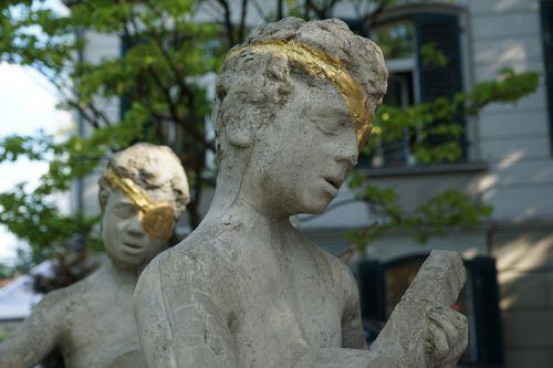 sculpture blind figure