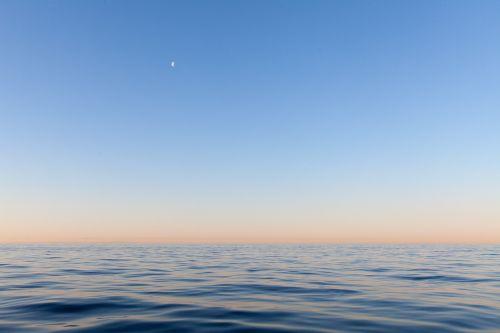sea himmel moon
