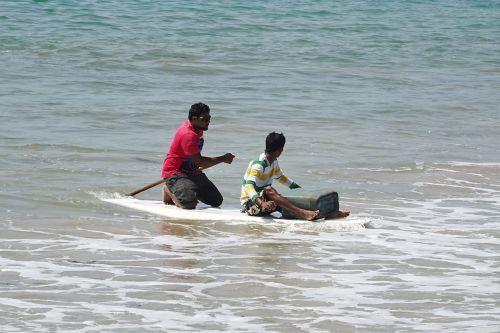 sea raft rowing