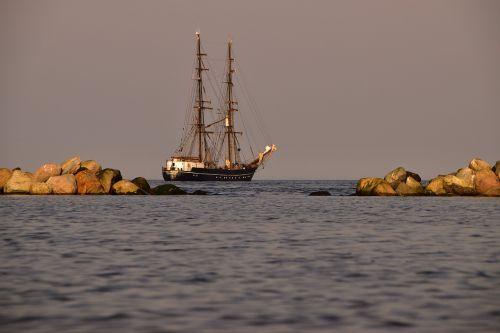 sea ship sail