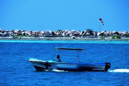 sea maldives wind