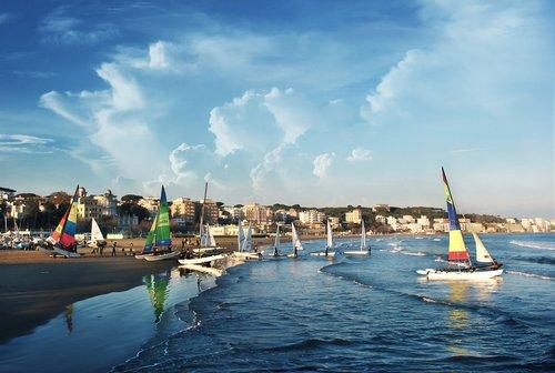 sea  sky  boats