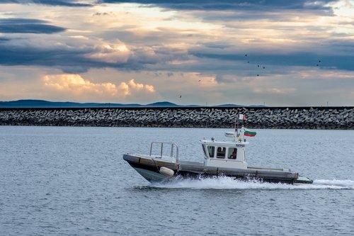 sea  pilot boat  port