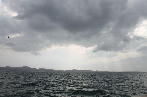 sea forward stormy