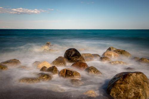 sea stones winds