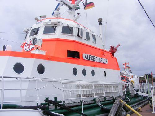 sea rescue ship distress