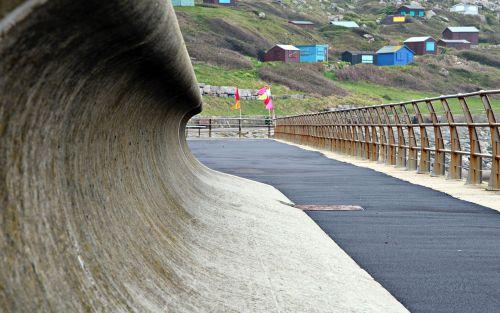 sea wall curve concrete