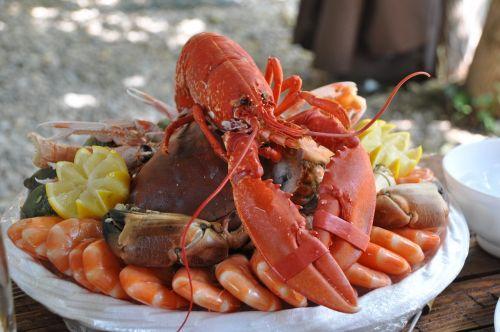 seafood platter crustaceans food