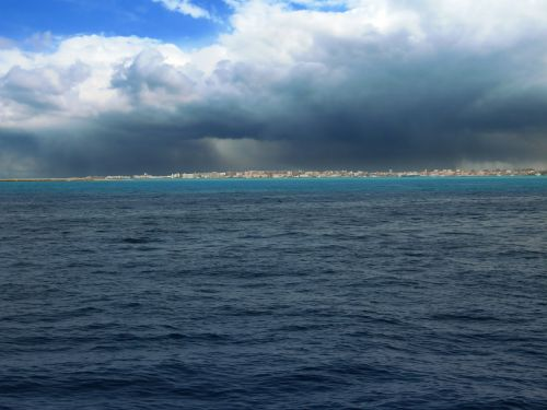 seascape contrast red sea
