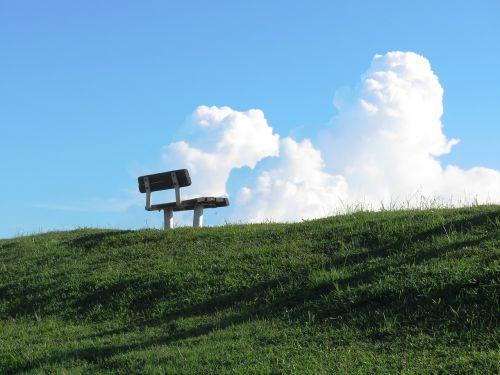 sėdynė,poilsio,poilsis,patogus,gyvenimo būdas,stilius,sėdi,kėdė,atsipalaidavimas,atsipalaiduoti,sėdėti,gyvenimas,medinis,laimingas,dangus,taikus,parko suoliukas,paliktas,mediena,žalias,kalvotas geležis,tamsus gyvenimas,vienas