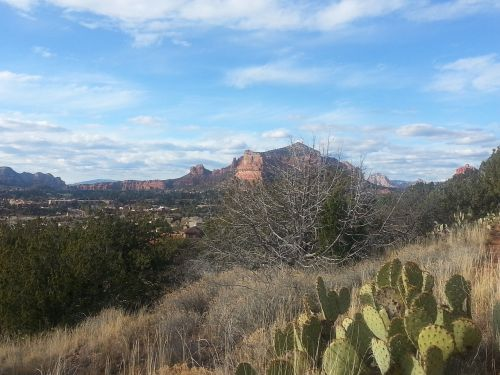 sedona,Arizona,piliakalnis,raudonos uolos,dykuma,kaktusas,dangus,debesys,vaizdingas,takas,kraštovaizdis,kaimas,kalnas,mesa,kaimas,vaizdas,kaimas,pieva