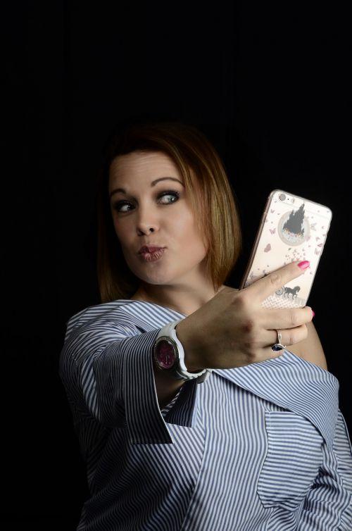 selfie woman kiss