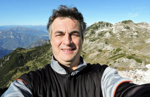 selfie man mountain