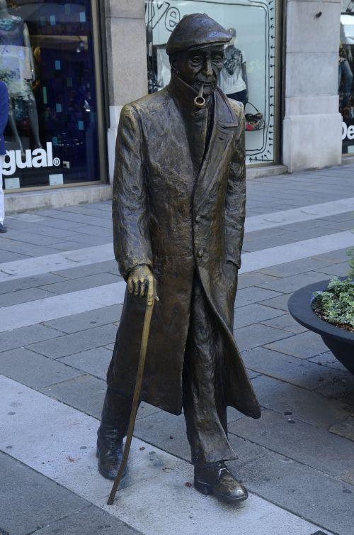 umberto saba poet statue