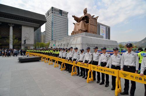 seoul korea police line riot police