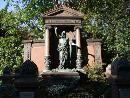 kapas,kapinės,paskutinė ramybė,mirtis,kapas,kripta,kapas,Diuseldorfas,šiaurinės kapinės,gedulas,liūdnas,istoriškai,menas,skulptūra,metalas,forma