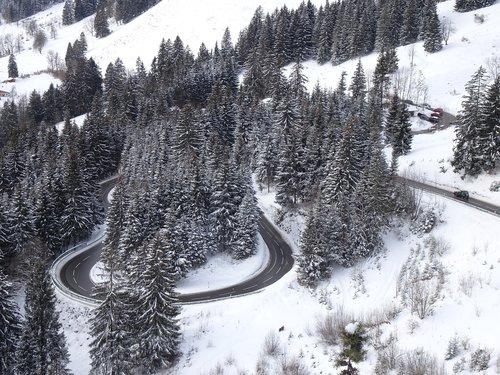 serpentine  yoke road  snowy