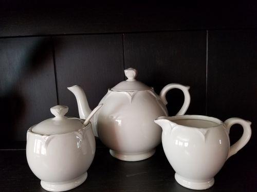serve tea traditional