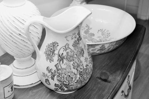 set of toiletries porcelain romanticism