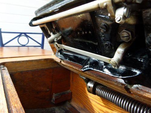 sewing machine antique singer
