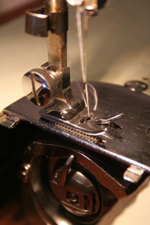 sewing machine sewing lockstitch