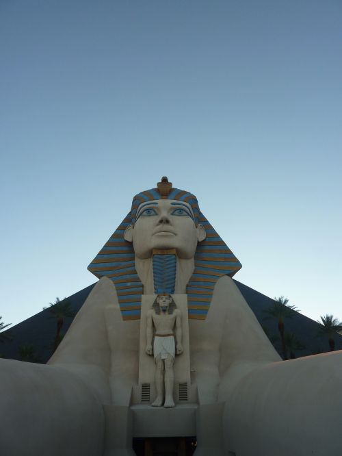 sfinks statue hotel
