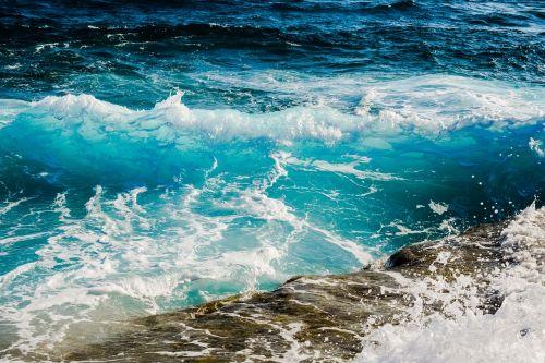 shades of blue wave smashing