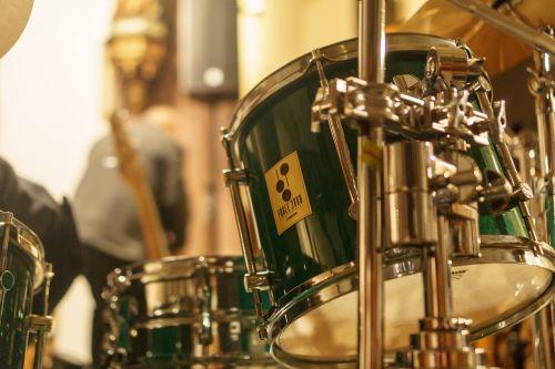 shalom choir choir drums