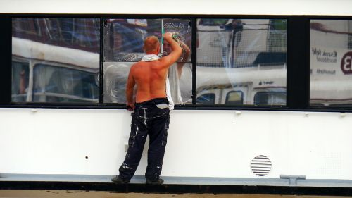 ship window cleaning sailor