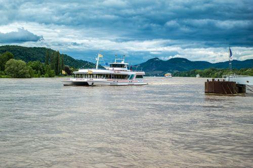 ship rhine siebengebirge